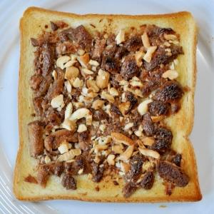 焼きチョコとナッツのトースト