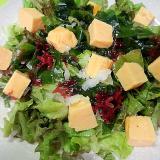 卵焼きと海藻のサラダ