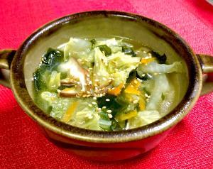 白菜と椎茸の中華風ワカメスープ