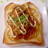 焼きソバのせボリュームたっぷりチーズトースト~☆