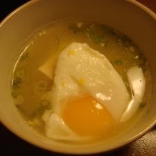 落とし卵のチキンスープ