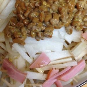 納豆と大根とハムのサラダ