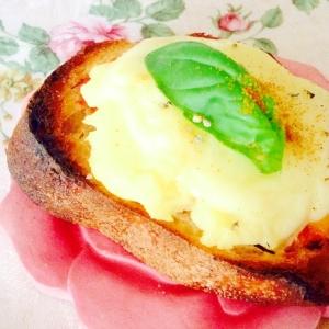 ポテトサラダとチーズのカレー風味バゲット❤︎