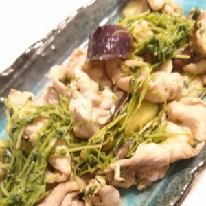 豚肉と豆苗とナスの炒め物
