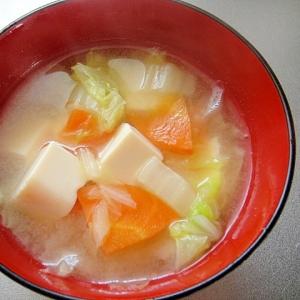白菜と豆腐人参の味噌汁