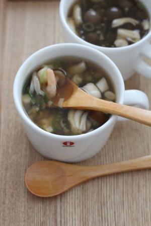 しょうが+えび入り 醤油味の和風のスープ