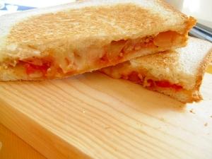 ミートソースとチーズのホットサンド