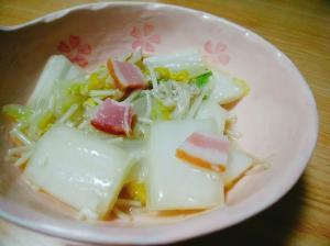 白菜とえのき茸とベーコンの塩麹炒め