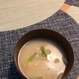 もやしとシソの味噌汁