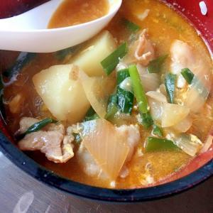 豚と韮とジャガイモのピリ辛スープ