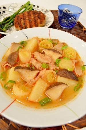 ダシダで韓国風!豚バラとじゃがいもスープ