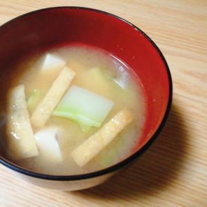 豆腐とブロッコリーの茎と油揚げの味噌汁