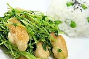 豆苗と鶏ささみ塩炒め+豆ご飯=マメマメ親子プレート