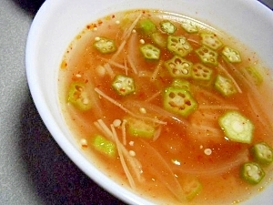 酸っぱ辛い!えのきとたまねぎの中華スープ♪