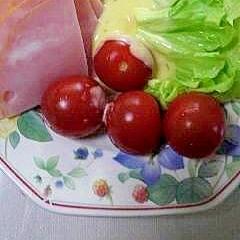ロースハムと野菜サラダ