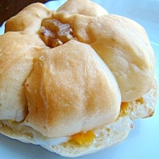 胡桃パンでオレンジチーズサンド