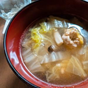 鶏だんごと白菜のスープ