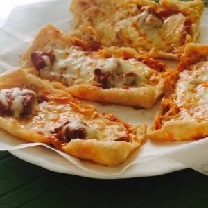 材料3つ!カレー缶とチーズとお揚げで簡単ピザ!