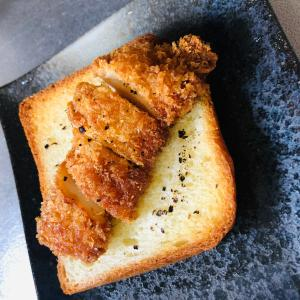 チキンカツのバタートースト