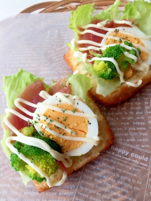 簡単朝食♪生ハムと卵のデニッシュ