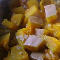 かぼちゃと玉ねぎドレッシングの温サラダ