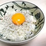 卵黄が絡む♡しらす丼