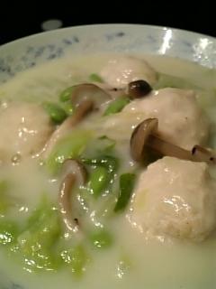 米粉&ミルクで鶏団子と白菜のクリーム煮