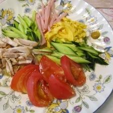 お野菜、お肉たっぷりの美味しい冷やし中華