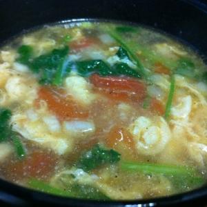 タマゴとセロリの中華スープ