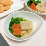 ほろ苦春味♪ひとくち高野豆腐とお花人参菜花の煮物♡