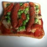 チョリソーとミニトマトのチーズトースト。