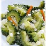 夏野菜たっぷり!ゴーヤのねぎ塩麹炒め