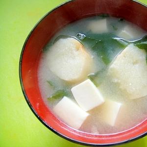 豆腐とわかめ麩のお味噌汁