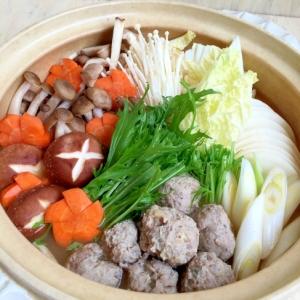 野菜たっぷり♪温まるキノコとサンマつみれ鍋