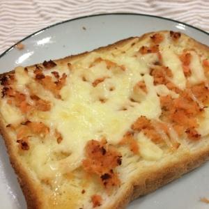 鮭フレークで★簡単!鮭マヨチーズトースト