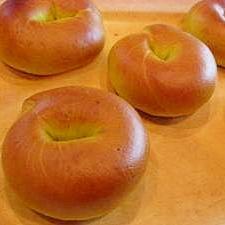 かぼちゃの皮で栄養たっぷり!緑のベーグル♪