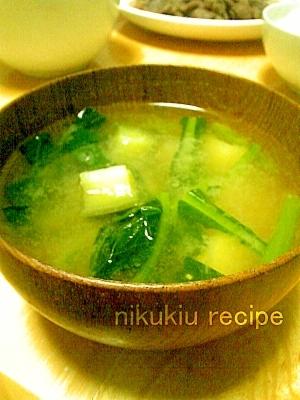 小松菜・なす・じゃがいもの味噌汁