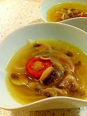 マッシュルームとプチトマトのスープ