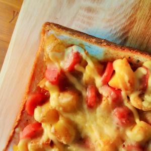 スパイシーポテトのチーズトースト(チャツネ入り)