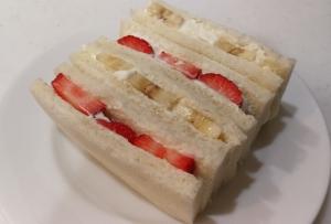 裏技ホイップクリーム☆フルーツサンドイッチ