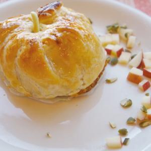 何度でも作りたいパイシートで簡単♪丸ごと林檎パイ