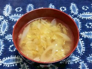 長ネギとキャベツの味噌汁