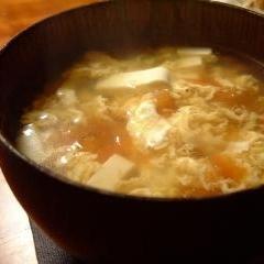 卵、豆腐、トマトの中華風スープ