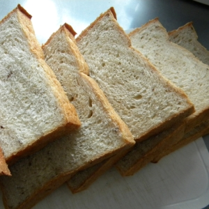 プルーンピューレで作る食パン
