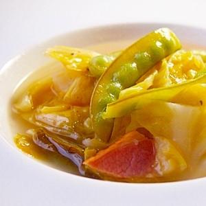 キャベツとベーコンの塩麹スープ