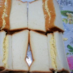 卵フィリングのサンドイッチ