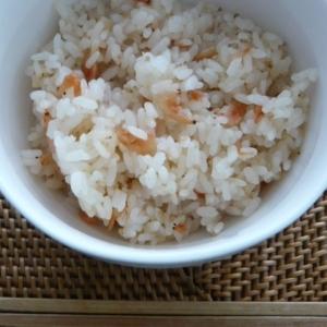 桜エビといりごまの炊き込みご飯