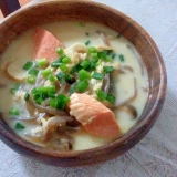 肌寒い日に…☆簡単♪石狩鍋風ミルクスープ