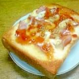 ベーコン&タルタルソースのスィートチリ・トースト