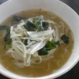 わかめとたまねぎとしらたきのスープ